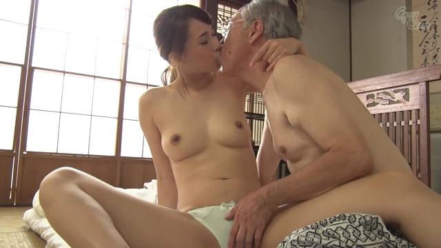 【SEX隠撮動画】下着姿になって急激に恥ずかしく赤面する