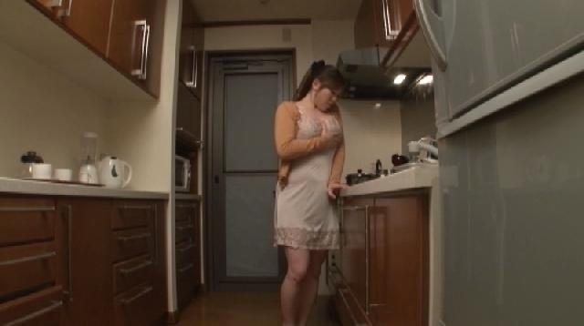 夫とのセックス回数がぐっと減って自分で慰めている主婦です