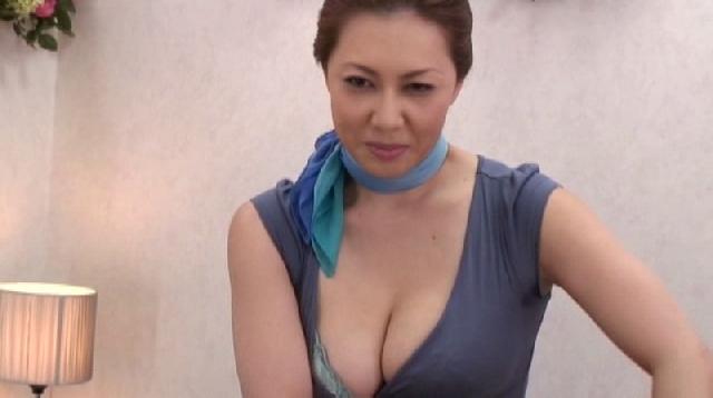 【個人撮影】ハプニングバーで全裸の彼女を男たちの群れに放り込んで一部始終を撮影した彼氏の投稿動画