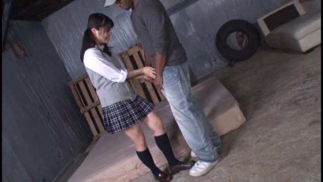 【エロ漫画】巨乳黒髪JKがクラスのギャルJKにイジメに合う。裸