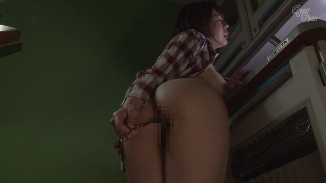 「「個人撮影」母親の裸盗撮」